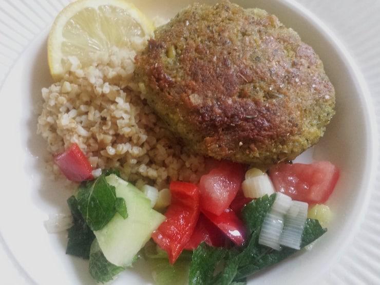 veganistische bulgursalade falafel