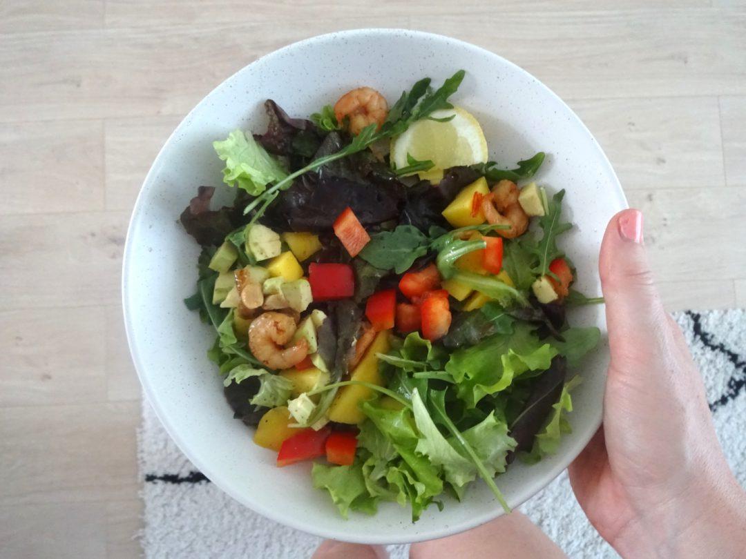 Oosterse salade mango, garnalen en avocado